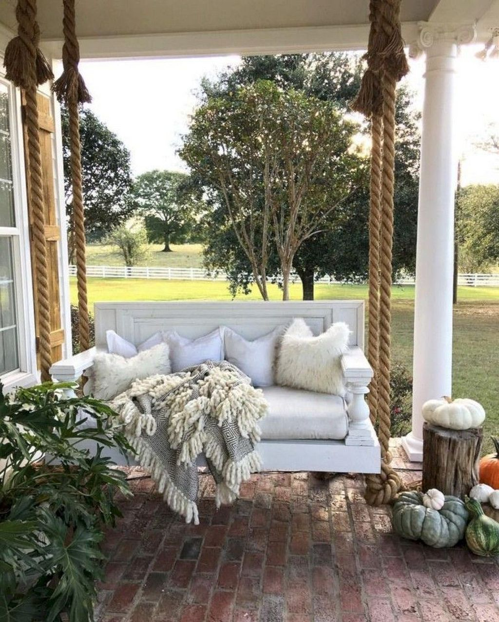 Inspiring Farmhouse Front Porch Decor Ideas 18