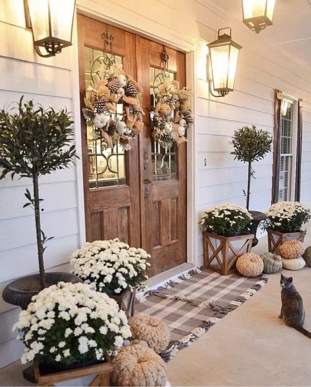 Inspiring Farmhouse Front Porch Decor Ideas 19