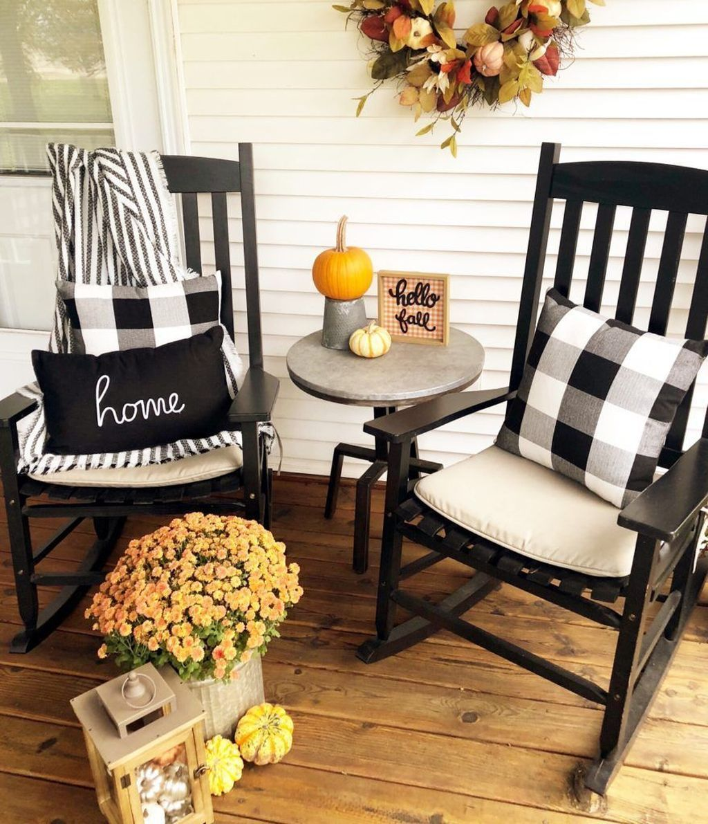 Inspiring Farmhouse Front Porch Decor Ideas 23