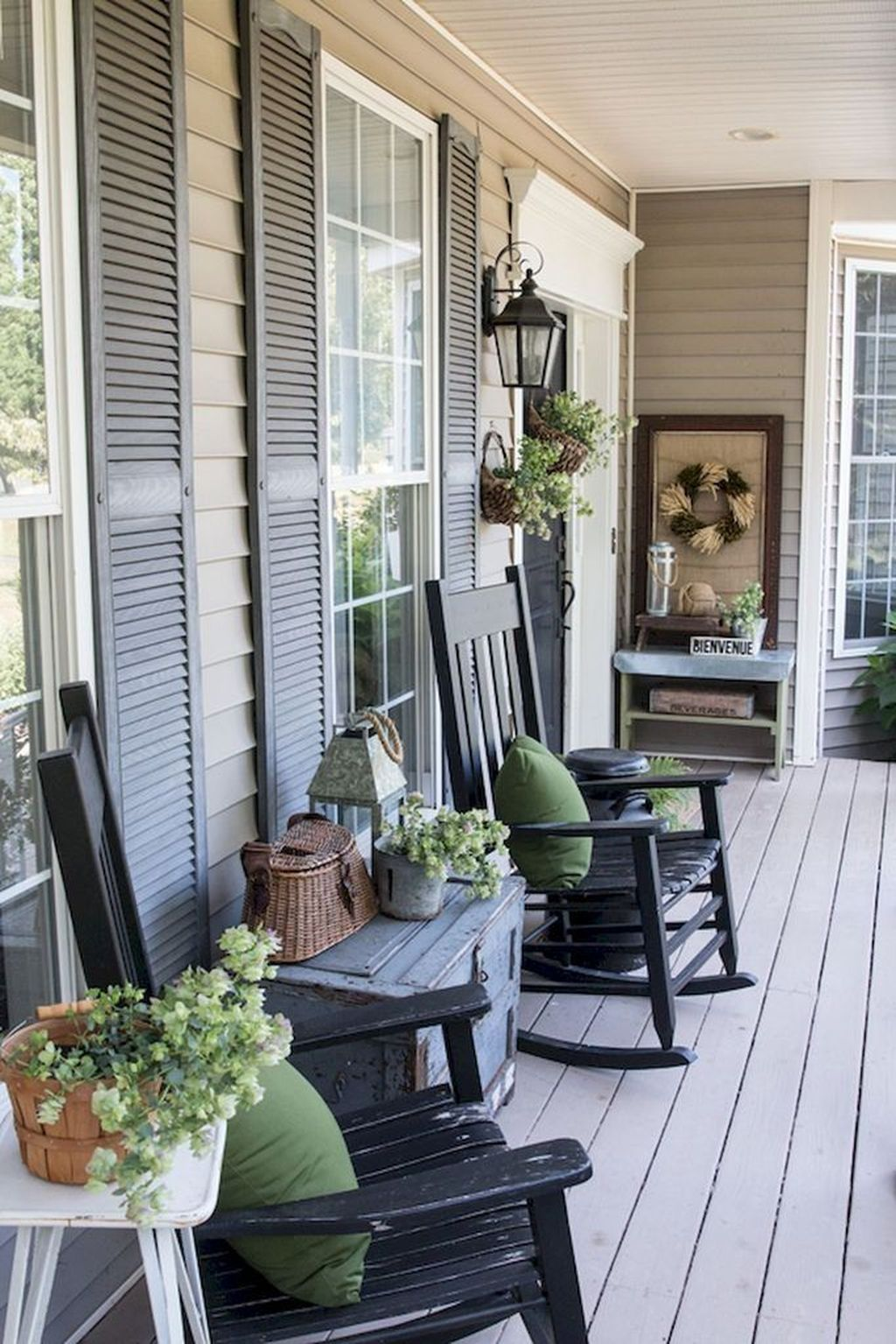 Inspiring Farmhouse Front Porch Decor Ideas 24