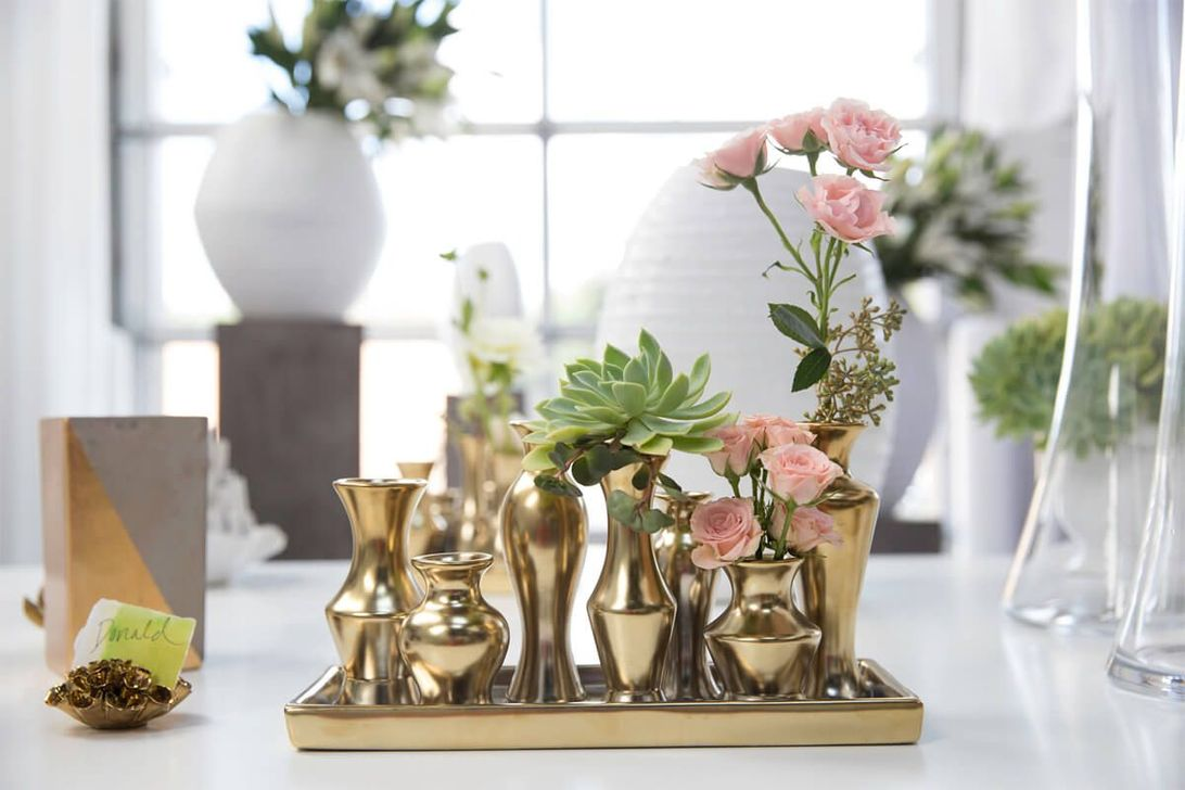 Lovely Bud Vase Centerpiece Decor Ideas For Your Dining Table 01