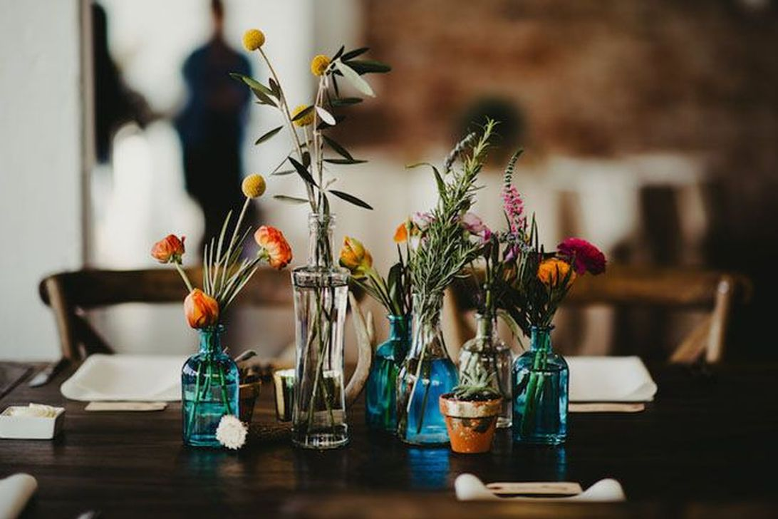 Lovely Bud Vase Centerpiece Decor Ideas For Your Dining Table 07
