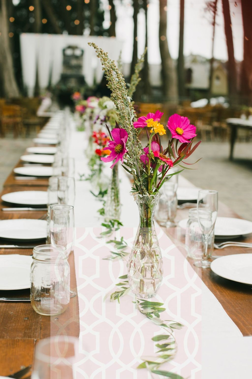 Lovely Bud Vase Centerpiece Decor Ideas For Your Dining Table 20
