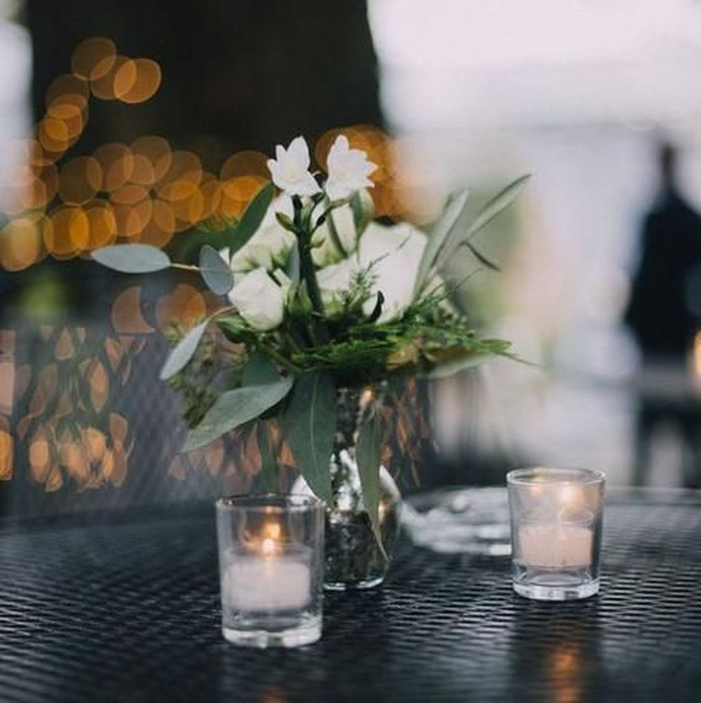 Lovely Bud Vase Centerpiece Decor Ideas For Your Dining Table 25