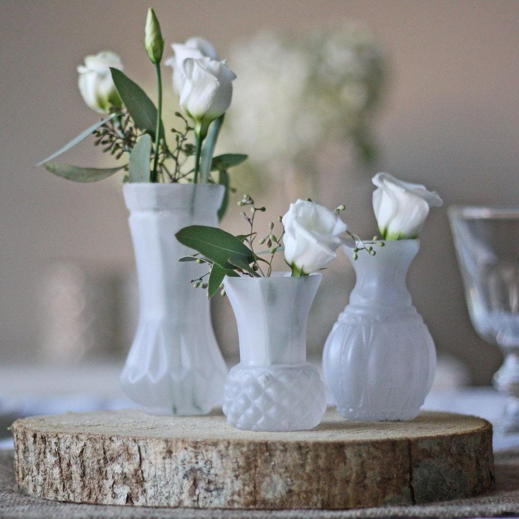 Lovely Bud Vase Centerpiece Decor Ideas For Your Dining Table 29