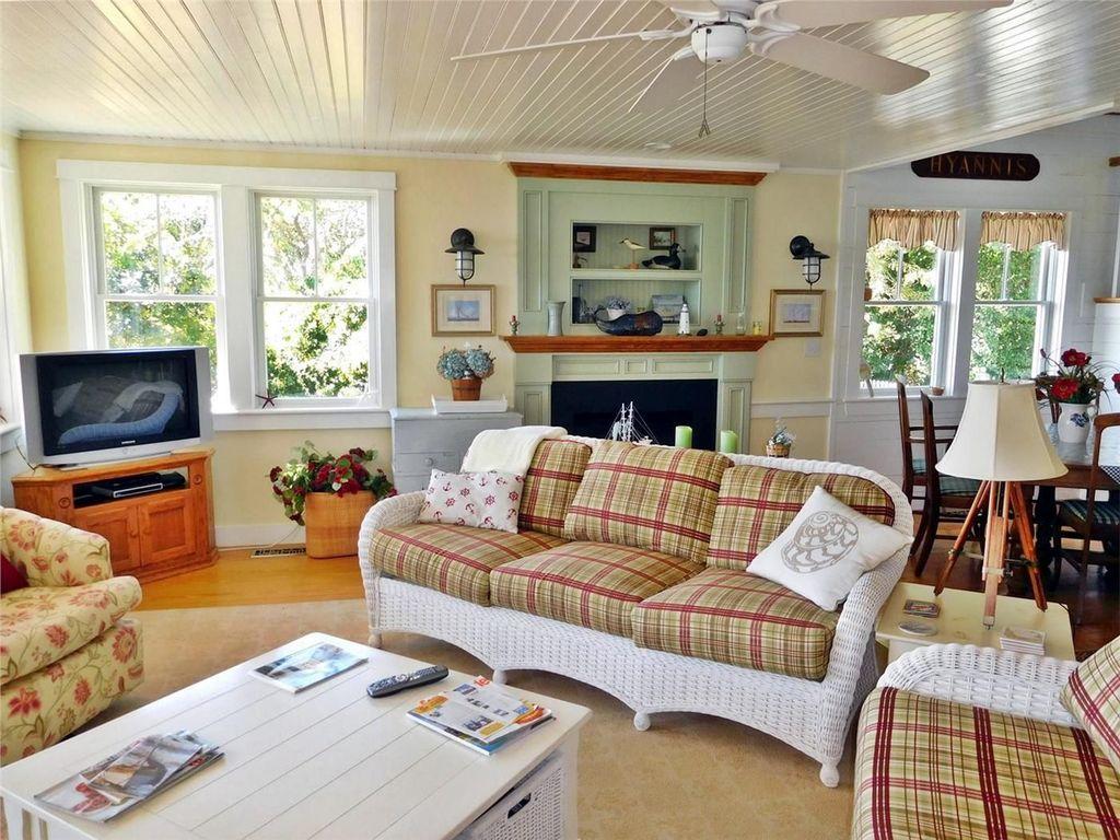Lovely Capde Cod Living Room Design Ideas 06