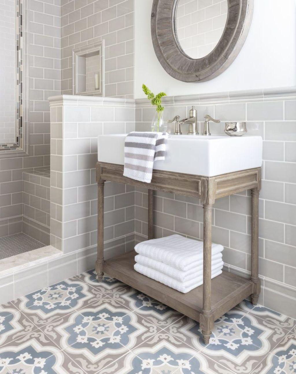 Lovely Farmhouse Bathroom Design Ideas 18