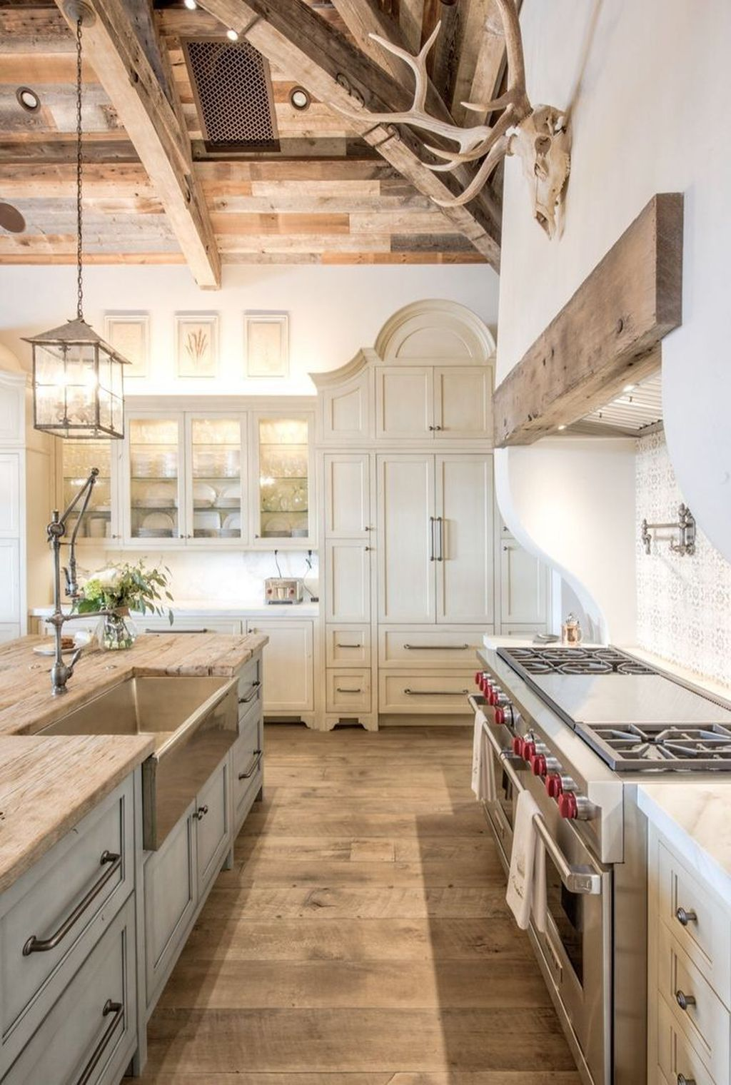 Stunning Farmhouse Interior Design Ideas To Realize Your Dreams 20