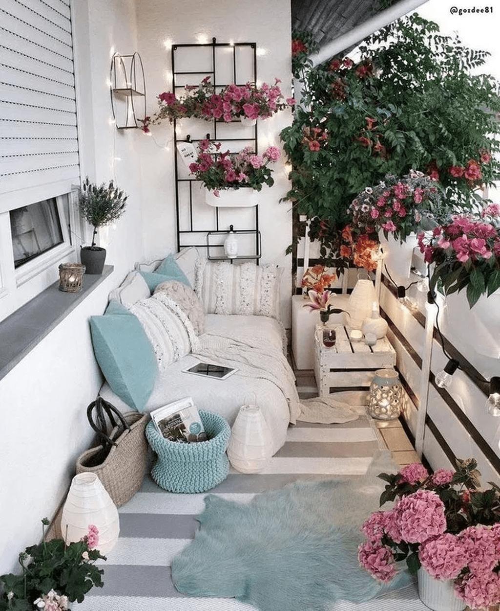 The Best Apartment Balcony Decor Ideas For Fall Season 14