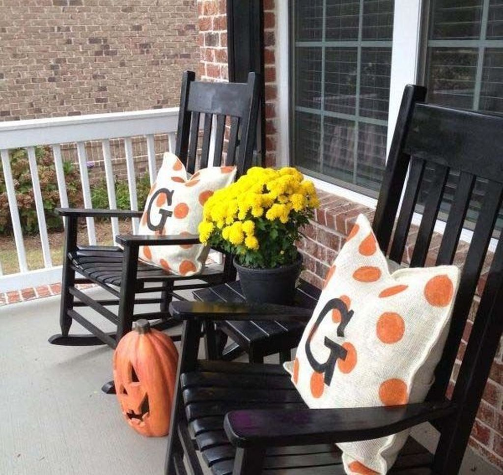 The Best Apartment Balcony Decor Ideas For Fall Season 15