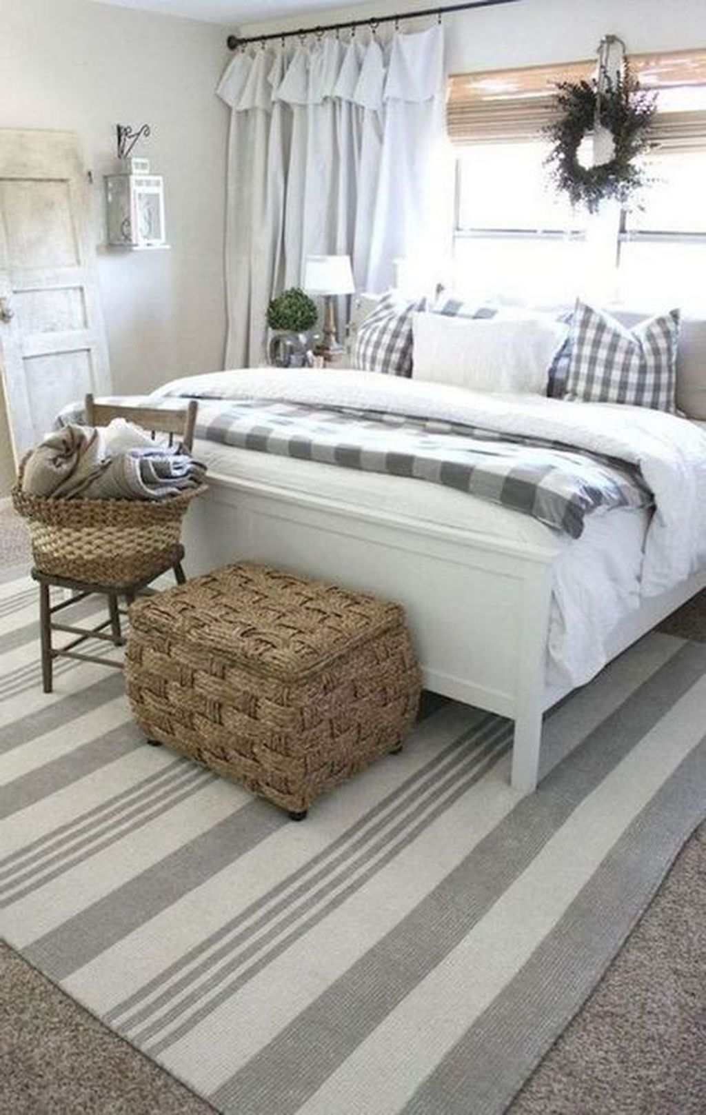 Wonderful Farmhouse Bedroom Decoration Ideas 03
