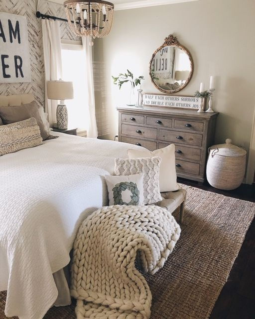 Wonderful Farmhouse Bedroom Decoration Ideas 05