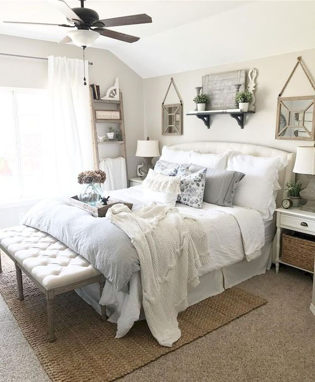 Wonderful Farmhouse Bedroom Decoration Ideas 16