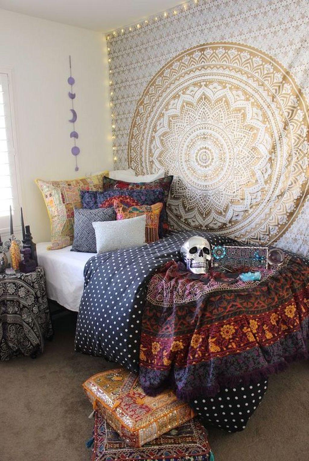 Amazing Bedroom Decoration Ideas With Halloween Theme 16