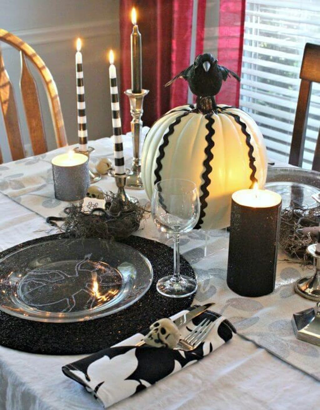 Fabulous Halloween Theme Dining Table Decor Ideas 16