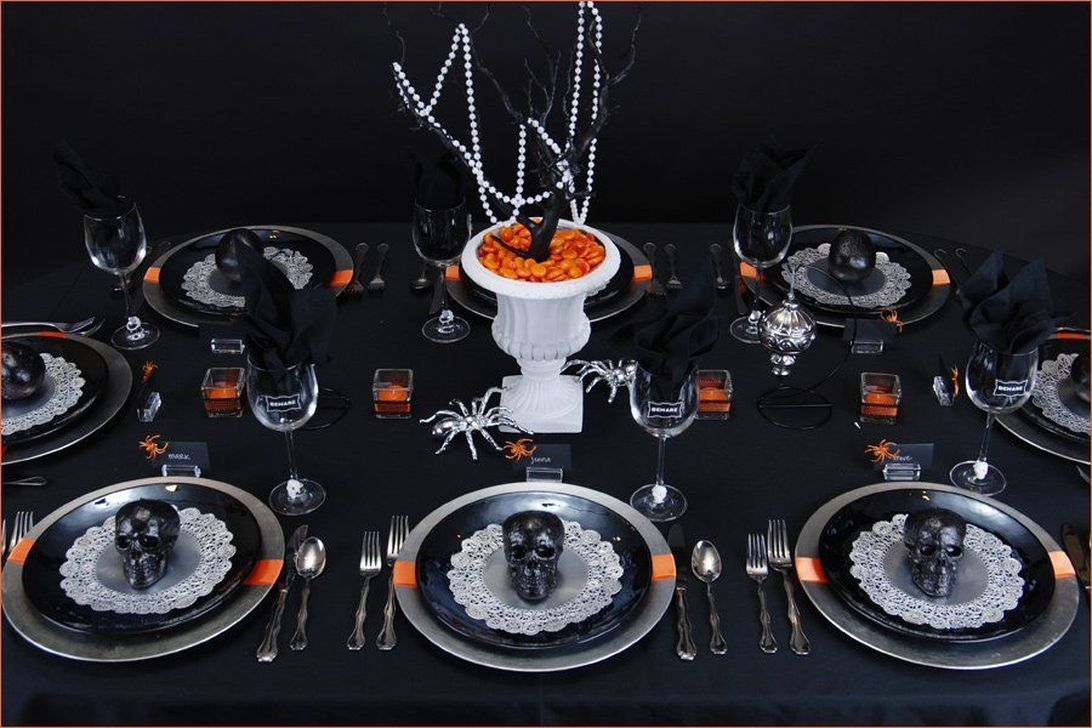 Fabulous Halloween Theme Dining Table Decor Ideas 19