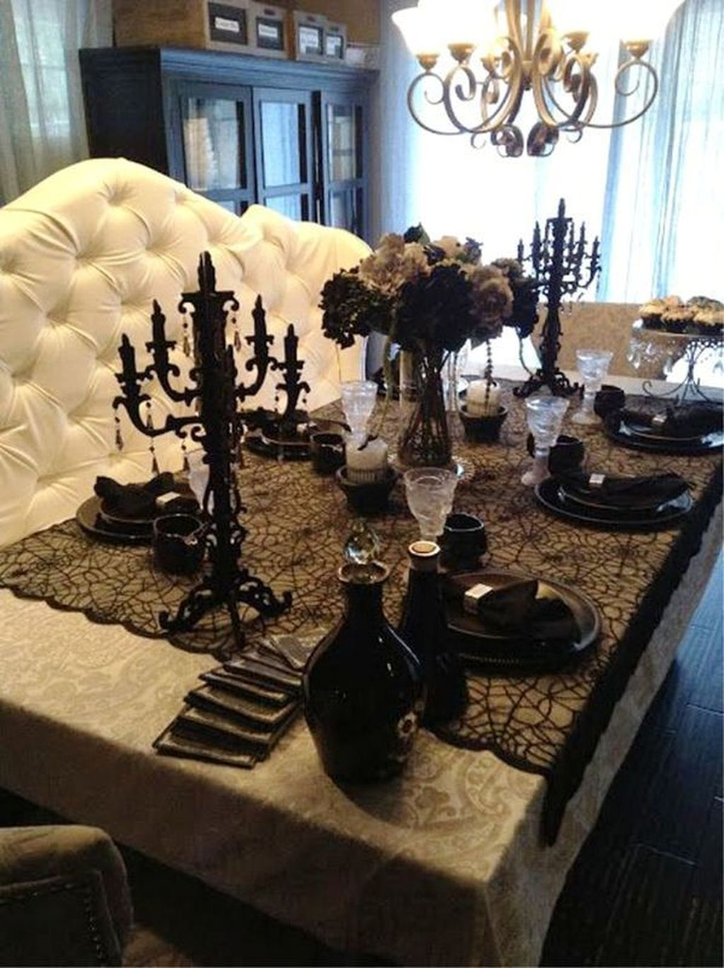 Fabulous Halloween Theme Dining Table Decor Ideas 21