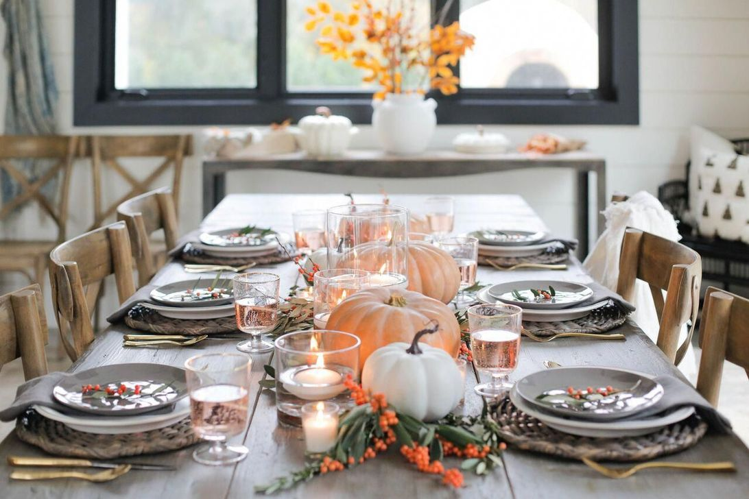 Fabulous Halloween Theme Dining Table Decor Ideas 24