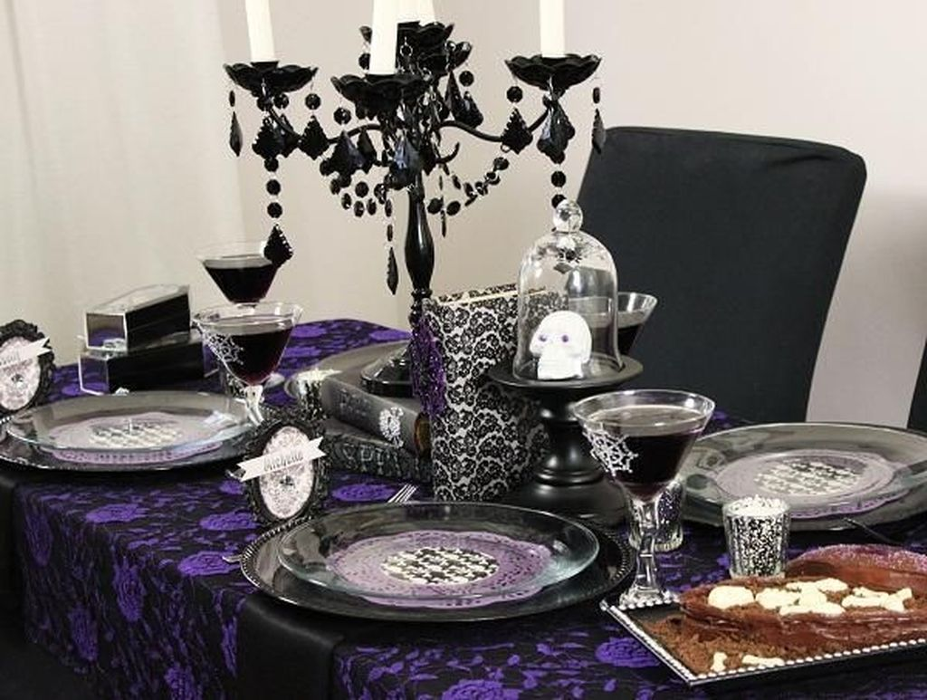 Fabulous Halloween Theme Dining Table Decor Ideas 25