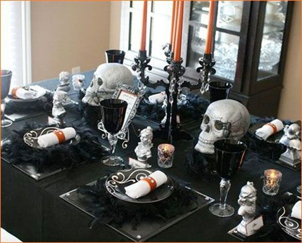 Fabulous Halloween Theme Dining Table Decor Ideas 28