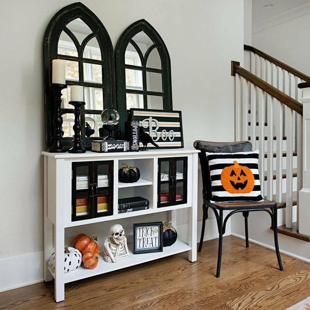 Stunning Black And White Halloween Decor Ideas For Your Home 02