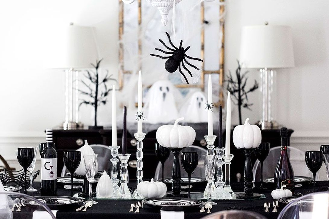 Stunning Black And White Halloween Decor Ideas For Your Home 16