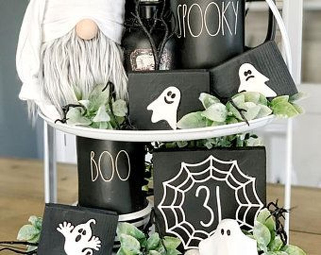 Stunning Black And White Halloween Decor Ideas For Your Home 19