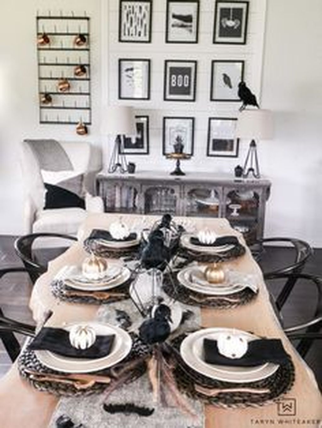 Stunning Black And White Halloween Decor Ideas For Your Home 26