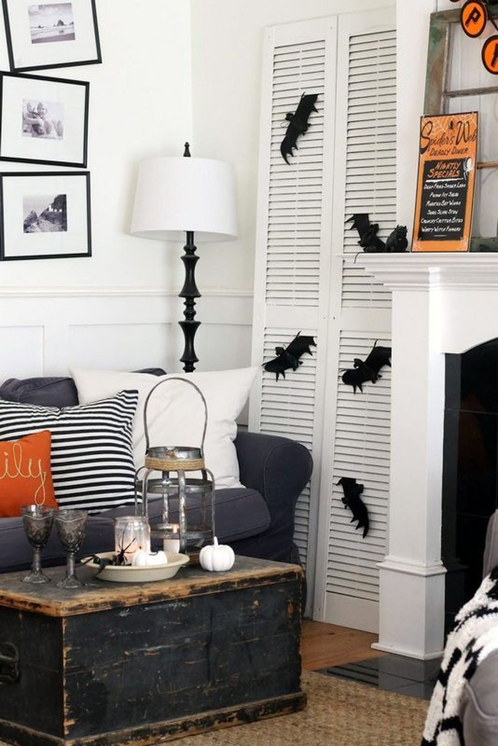 Stunning Black And White Halloween Decor Ideas For Your Home 30