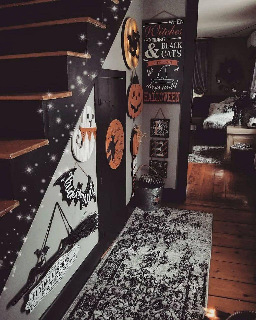 Stunning Halloween Living Room Decor Ideas Looks Scary 04