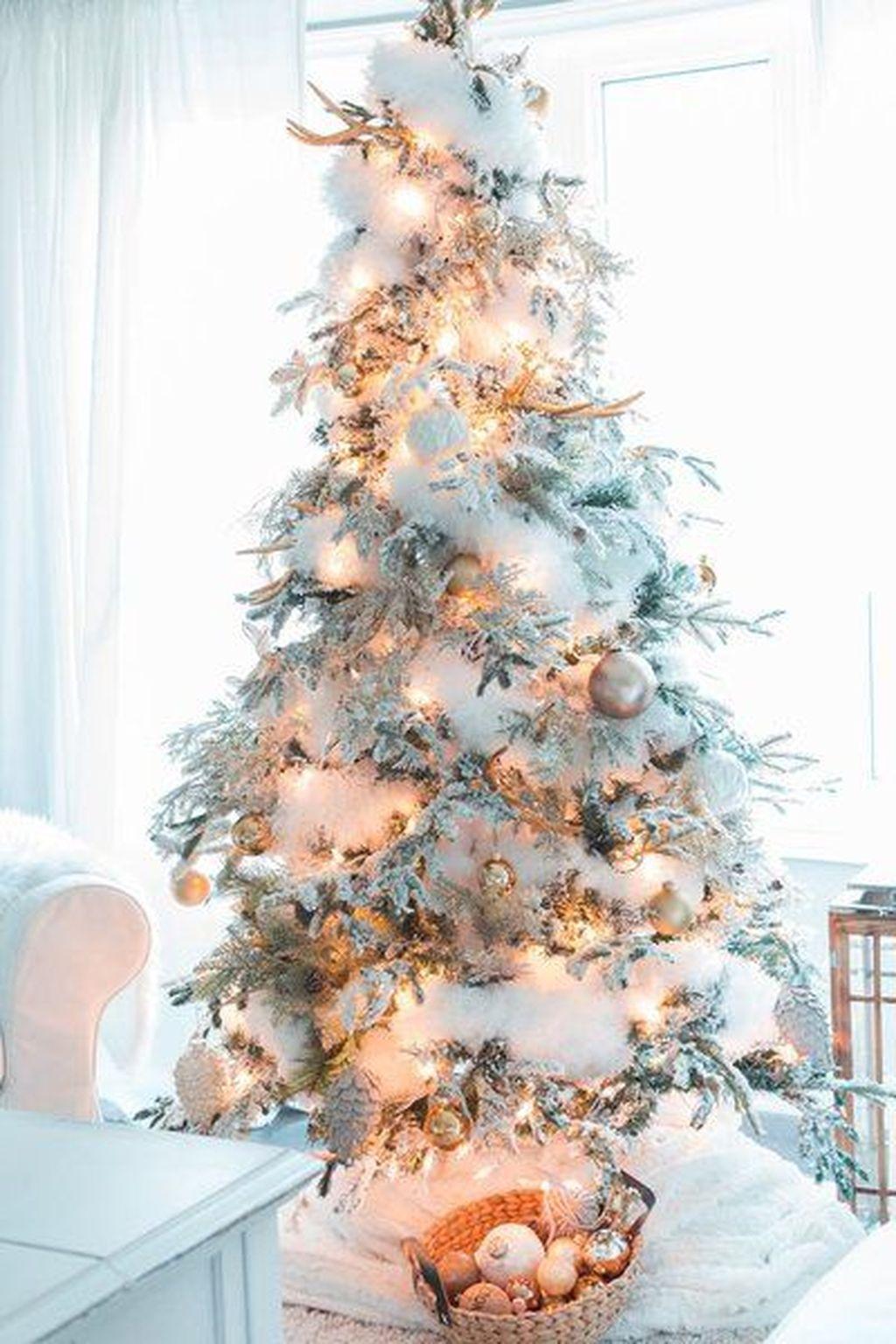 Amazing Winter Christmas Tree Design And Decor Ideas 01