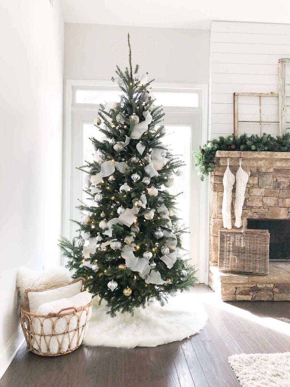 Amazing Winter Christmas Tree Design And Decor Ideas 04