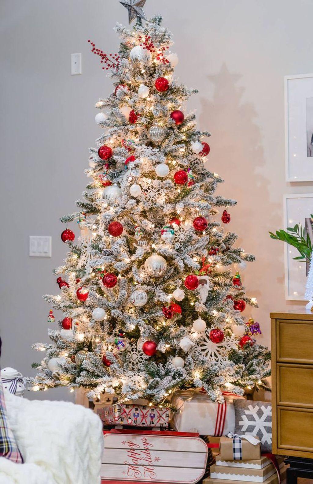 Amazing Winter Christmas Tree Design And Decor Ideas 08