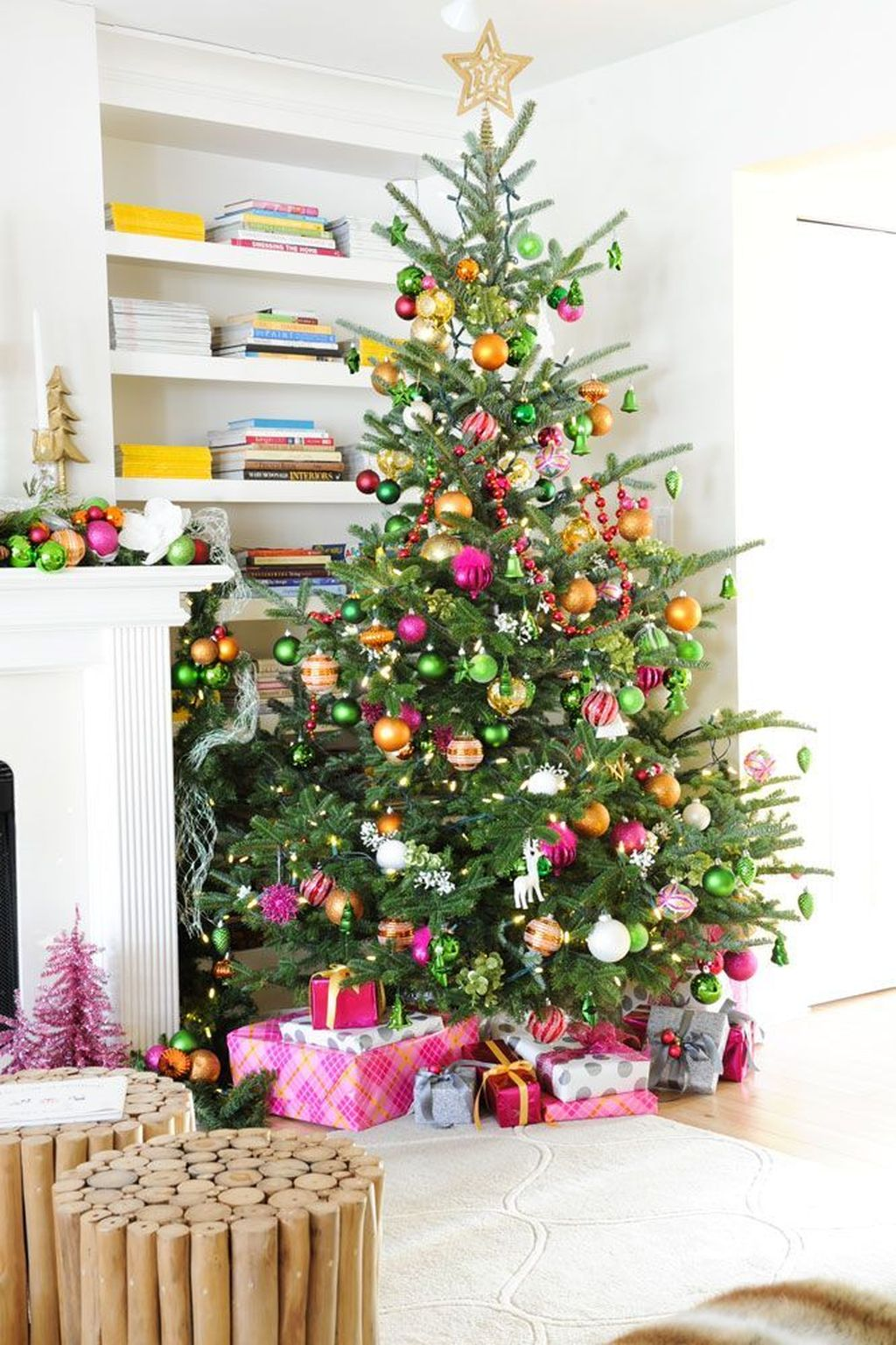 Amazing Winter Christmas Tree Design And Decor Ideas 16