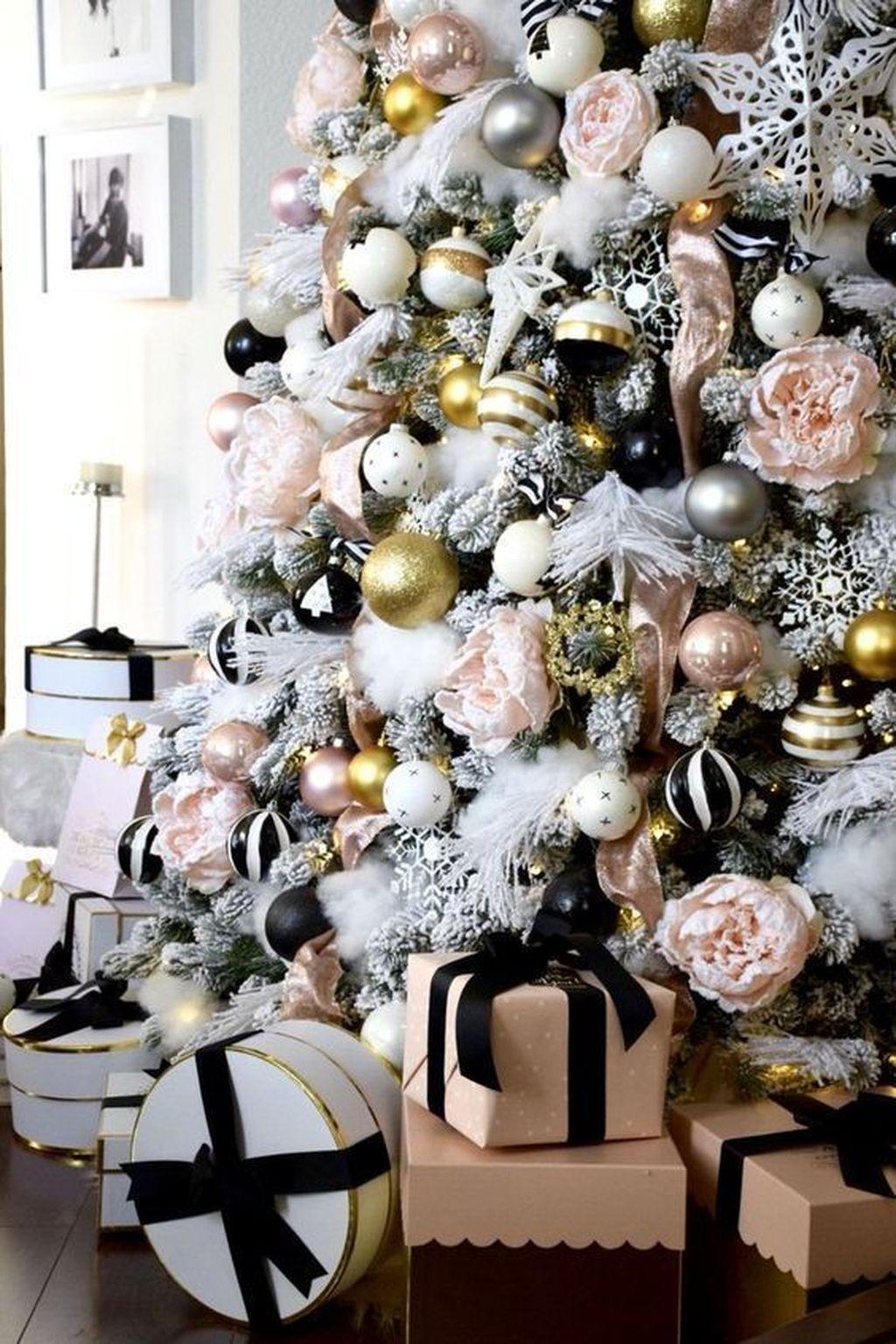 Amazing Winter Christmas Tree Design And Decor Ideas 18
