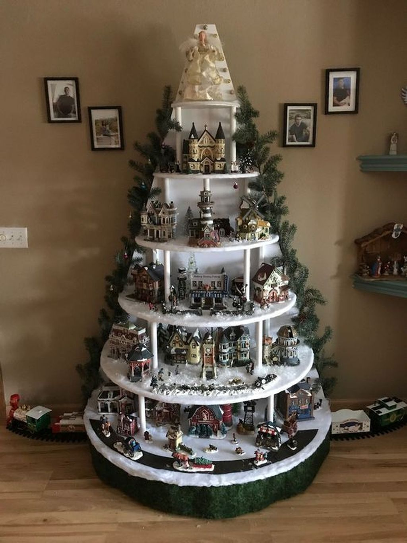 Amazing Winter Christmas Tree Design And Decor Ideas 23