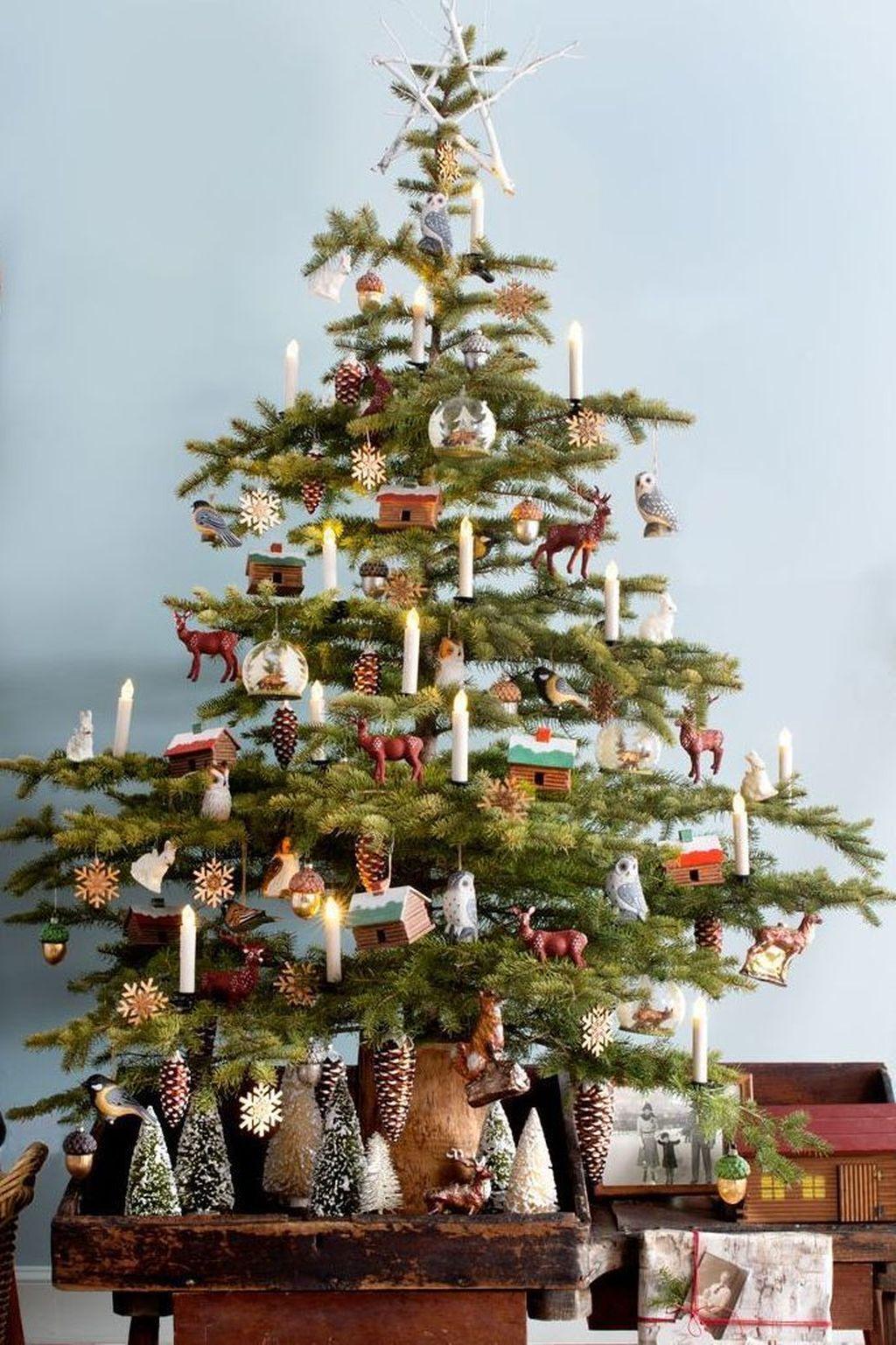 Amazing Winter Christmas Tree Design And Decor Ideas 24