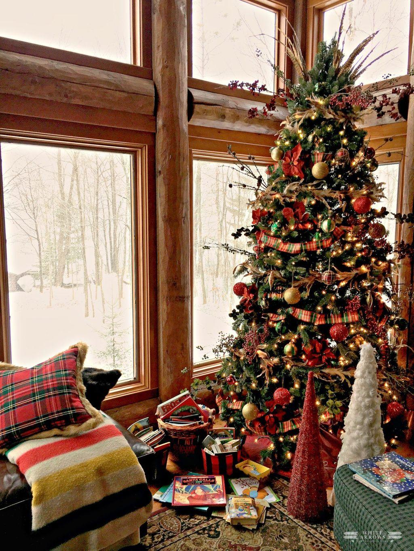 Amazing Winter Christmas Tree Design And Decor Ideas 29