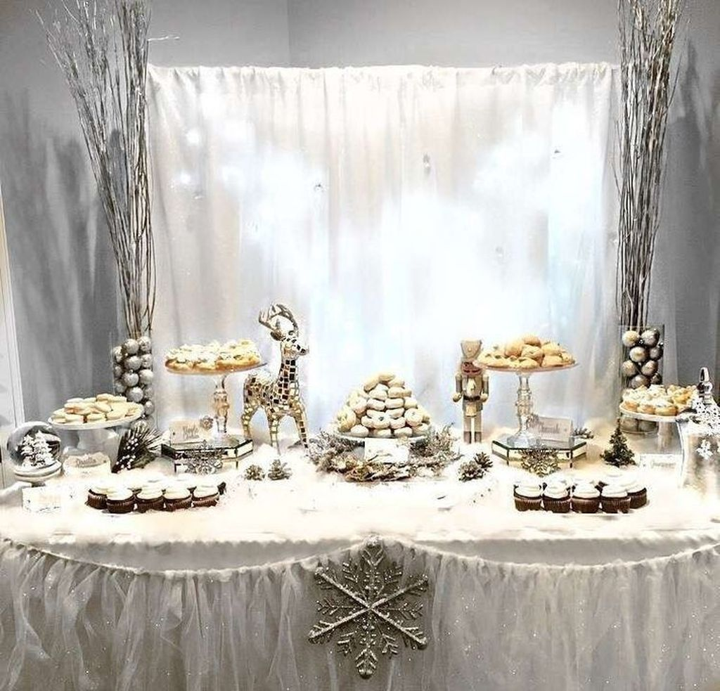 Awesome Winter Wonderland Party Decorations Ideas 24