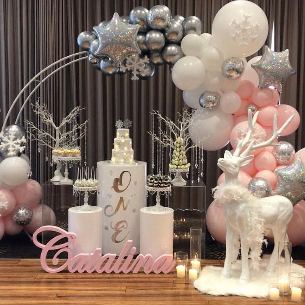 Awesome Winter Wonderland Party Decorations Ideas 25