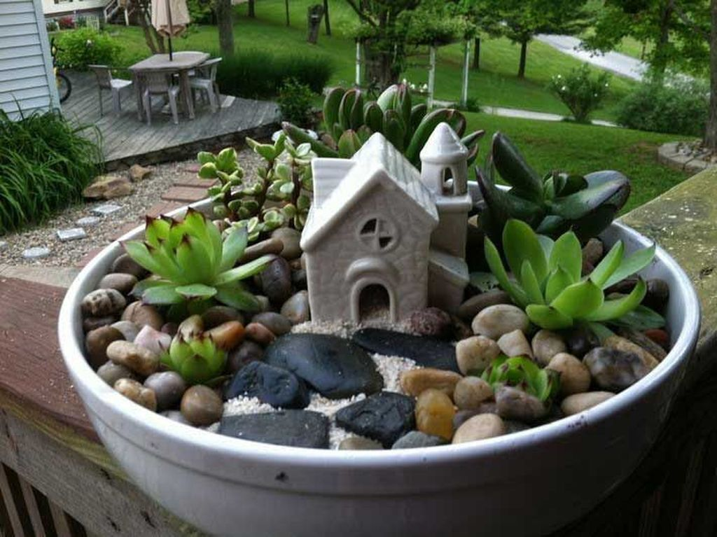 Beautiful Outdoor Succulent Planter Ideas 16