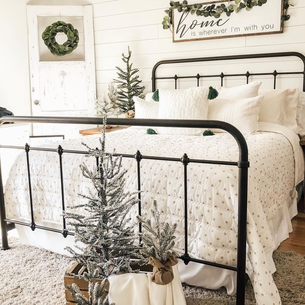 Gorgeous Master Bedroom Decor Ideas For Wintertime 28