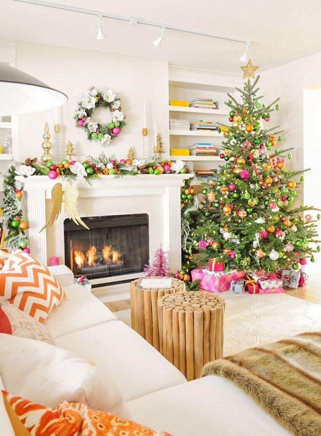 Lovely Christmas Living Room Decor Ideas 05