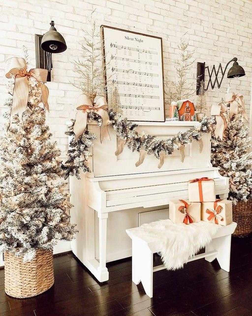 Lovely Christmas Living Room Decor Ideas 19