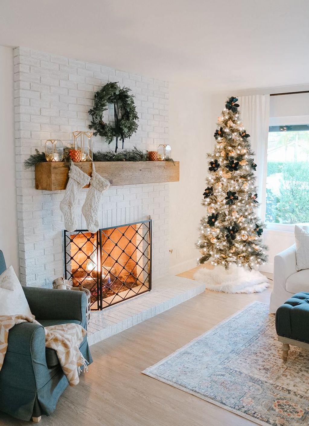 Lovely Christmas Living Room Decor Ideas 20