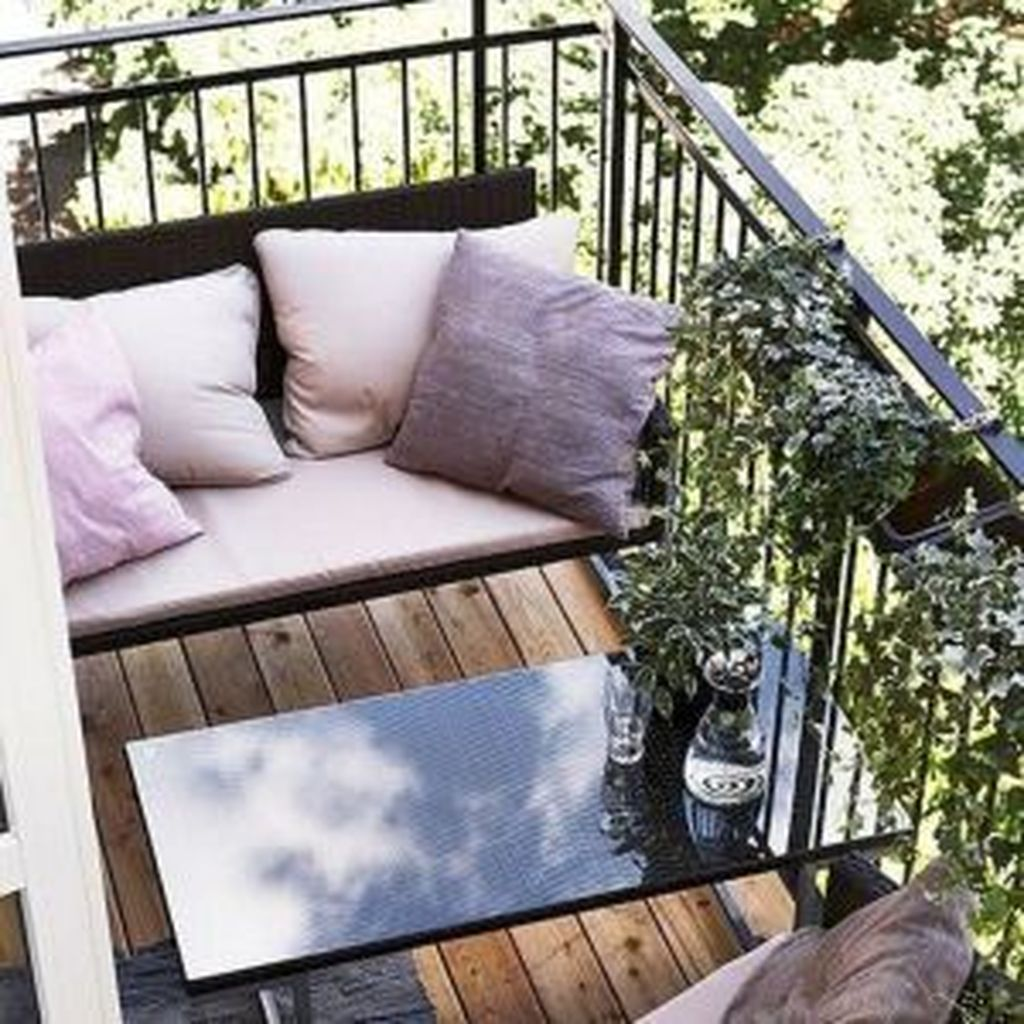 Lovely Small Apartment Balcony Design And Decor Ideas 07