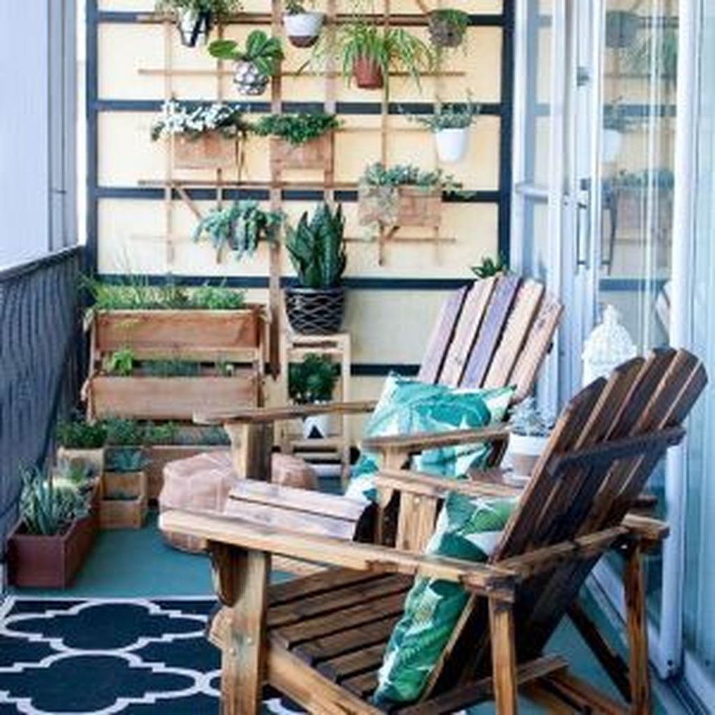 Lovely Small Apartment Balcony Design And Decor Ideas 19