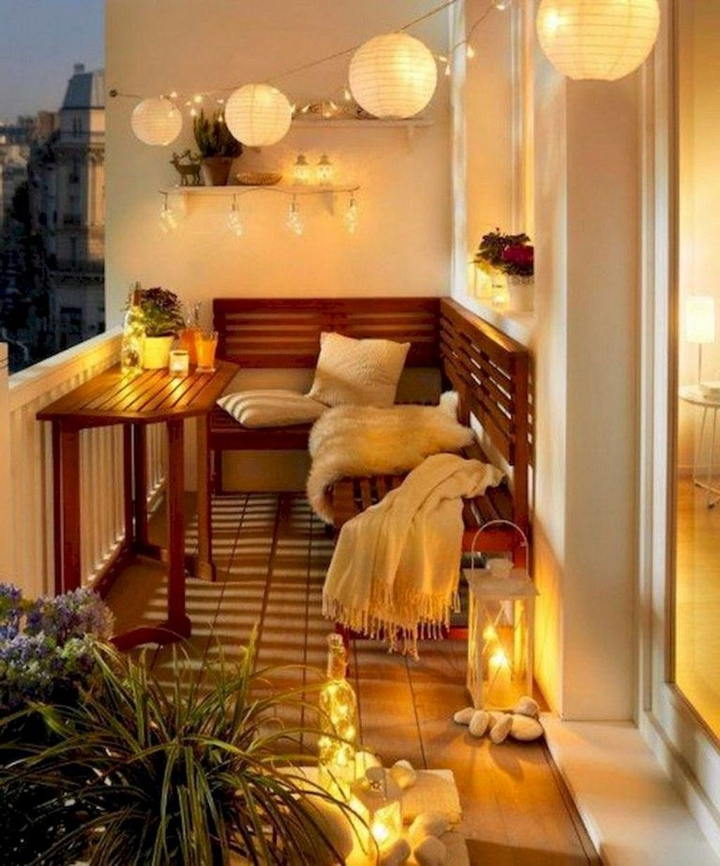 Lovely Small Apartment Balcony Design And Decor Ideas 24