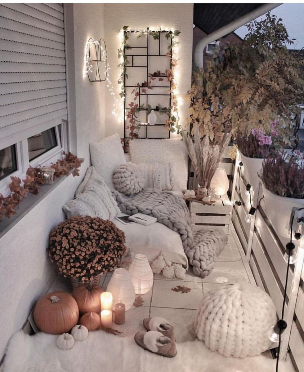 Lovely Small Apartment Balcony Design And Decor Ideas 27