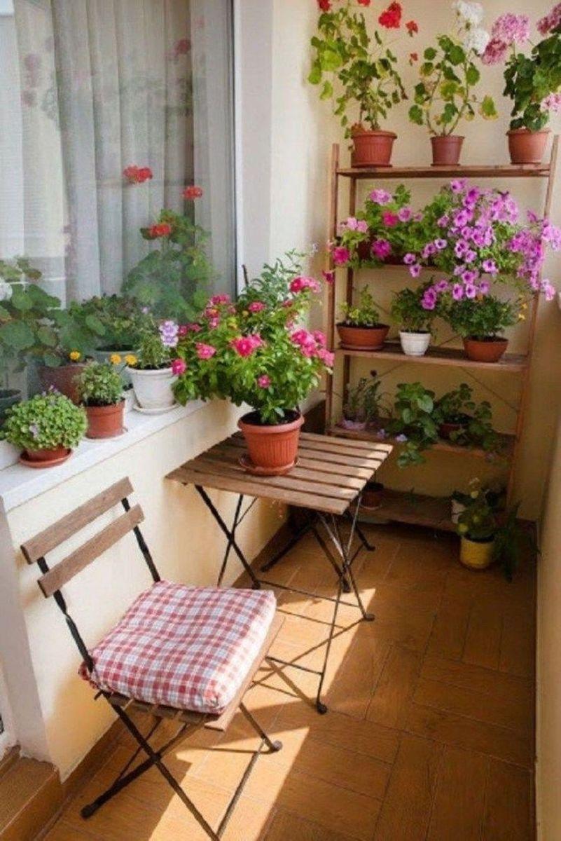Lovely Small Apartment Balcony Design And Decor Ideas 30